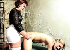zrelie-lesbi-dvoynoy-strapon