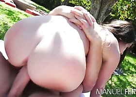 Brunette hoe Lola Foxx banged by Manuel Ferrara on the picnic