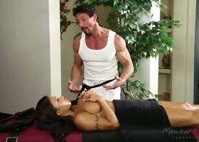 Boobalicious brunette bitch August Taylor sucks hard dick of massage therapist in 69 pose